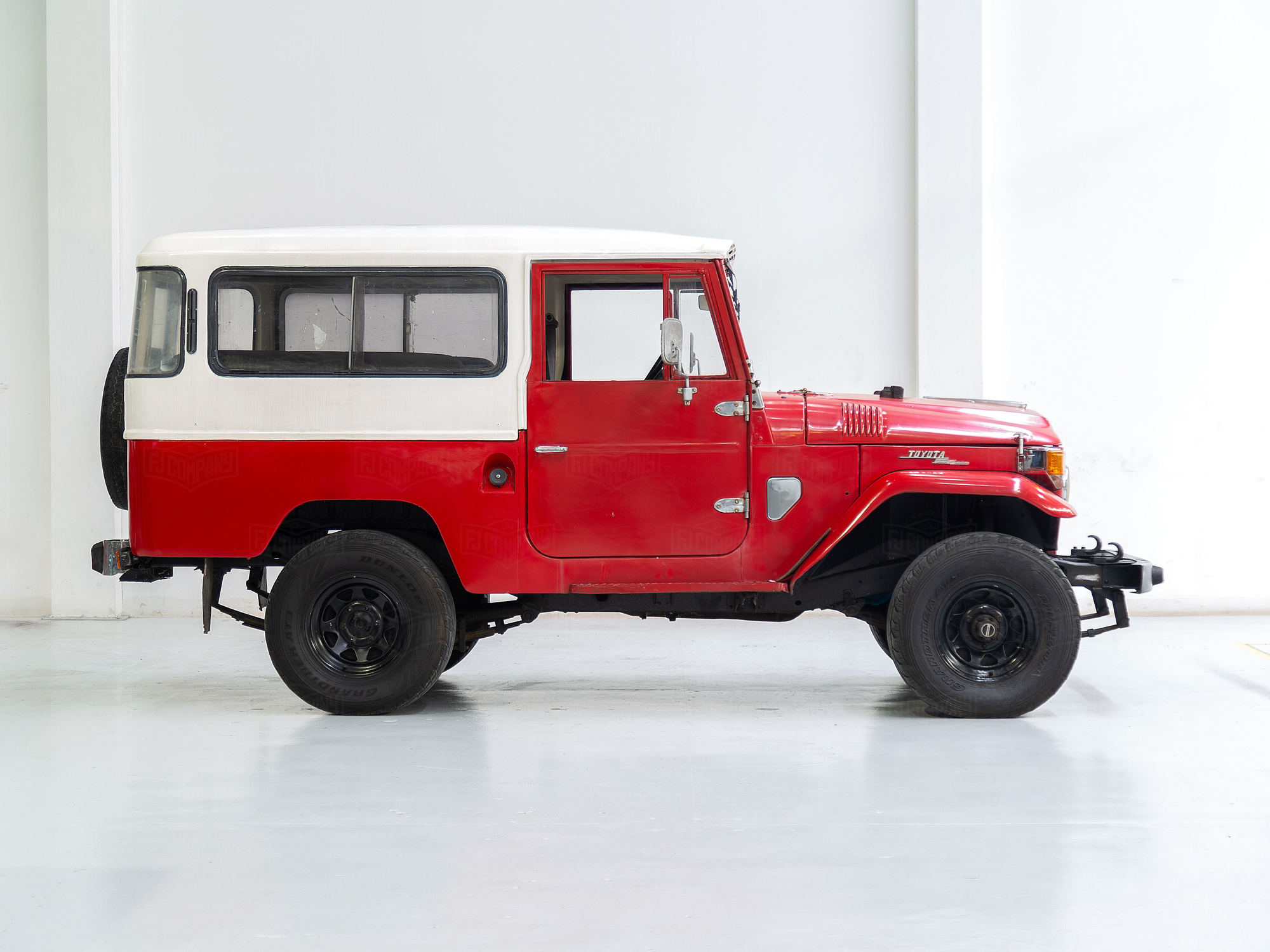 Toyota Land Cruiser 1971 FJ43 Red