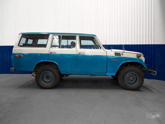 1980 Toyota Land Cruiser FJ55 Capri Blue/White