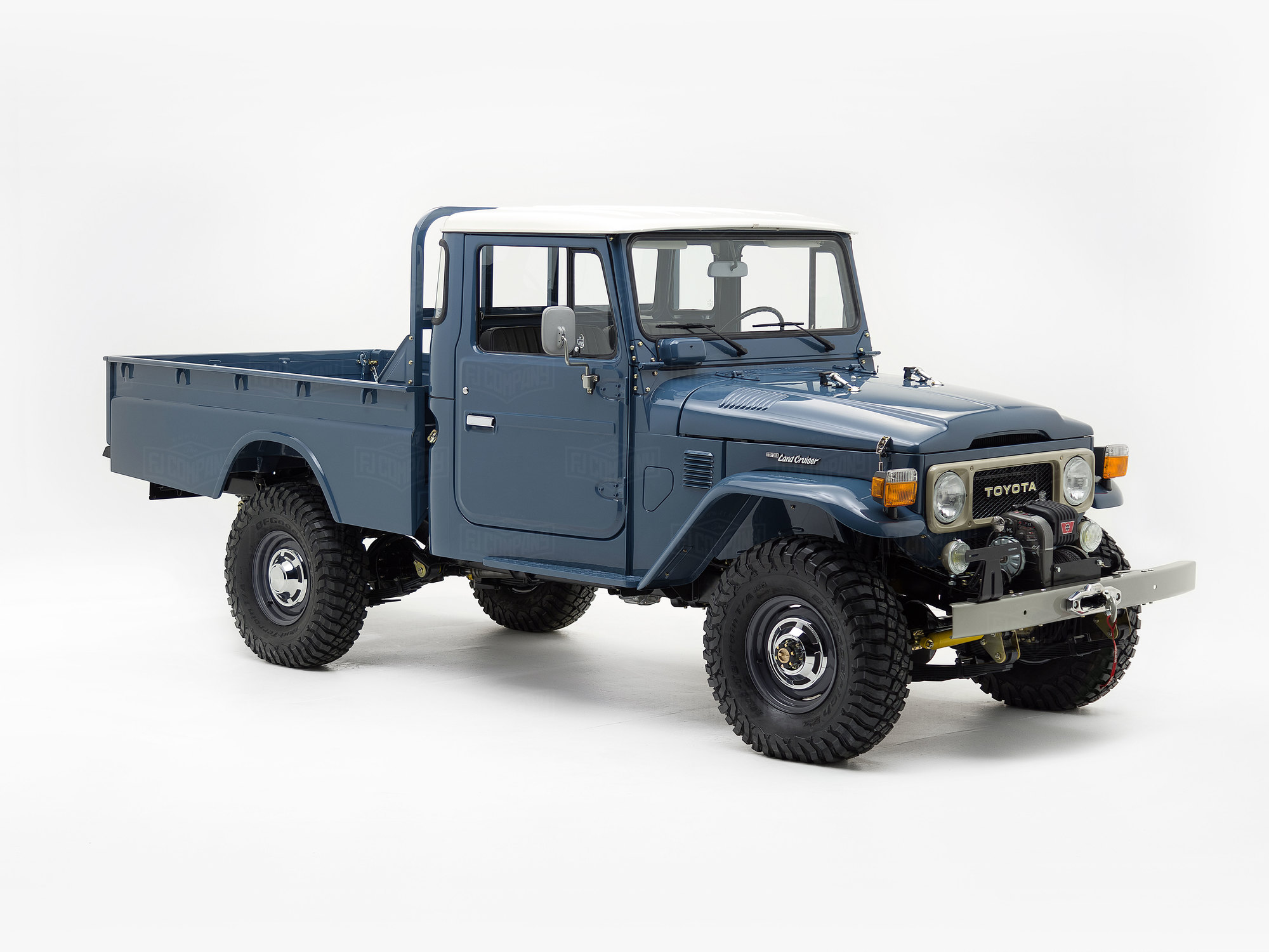 This FJ45 pick-up is coming back to life