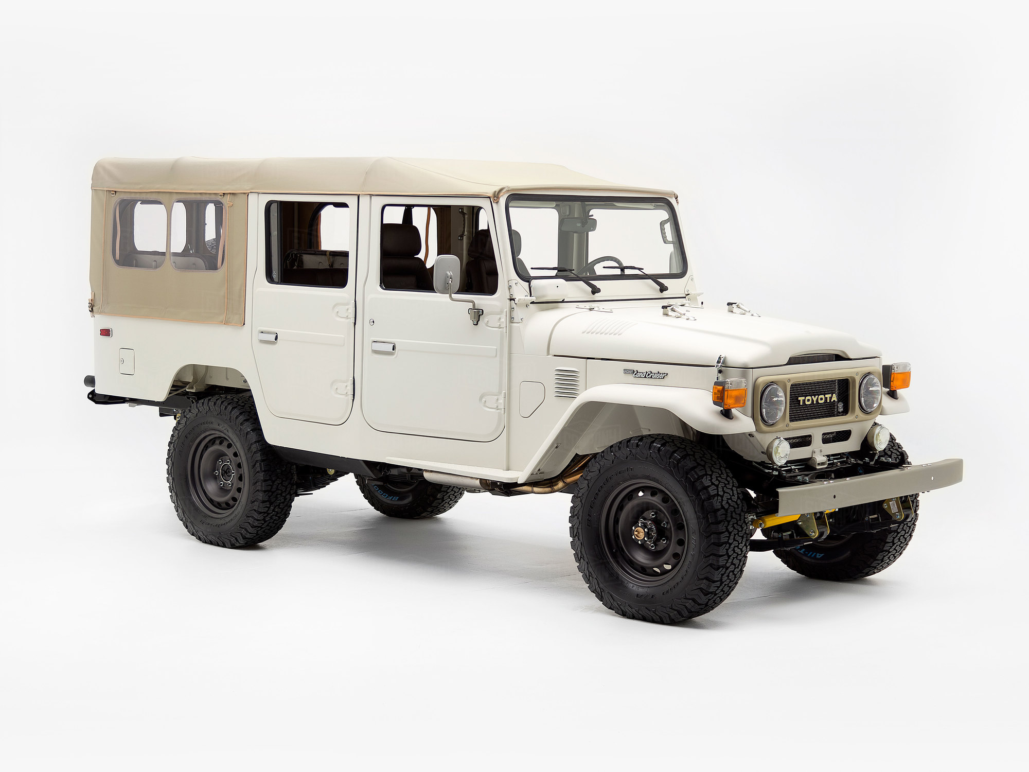 Custom 4-door FJ45 Troopy