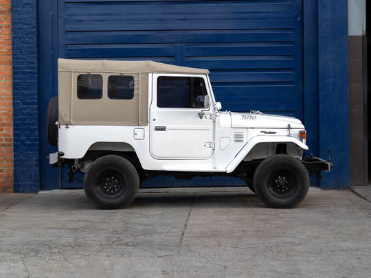 1983 Toyota Land Cruiser FJ40 Heath gray