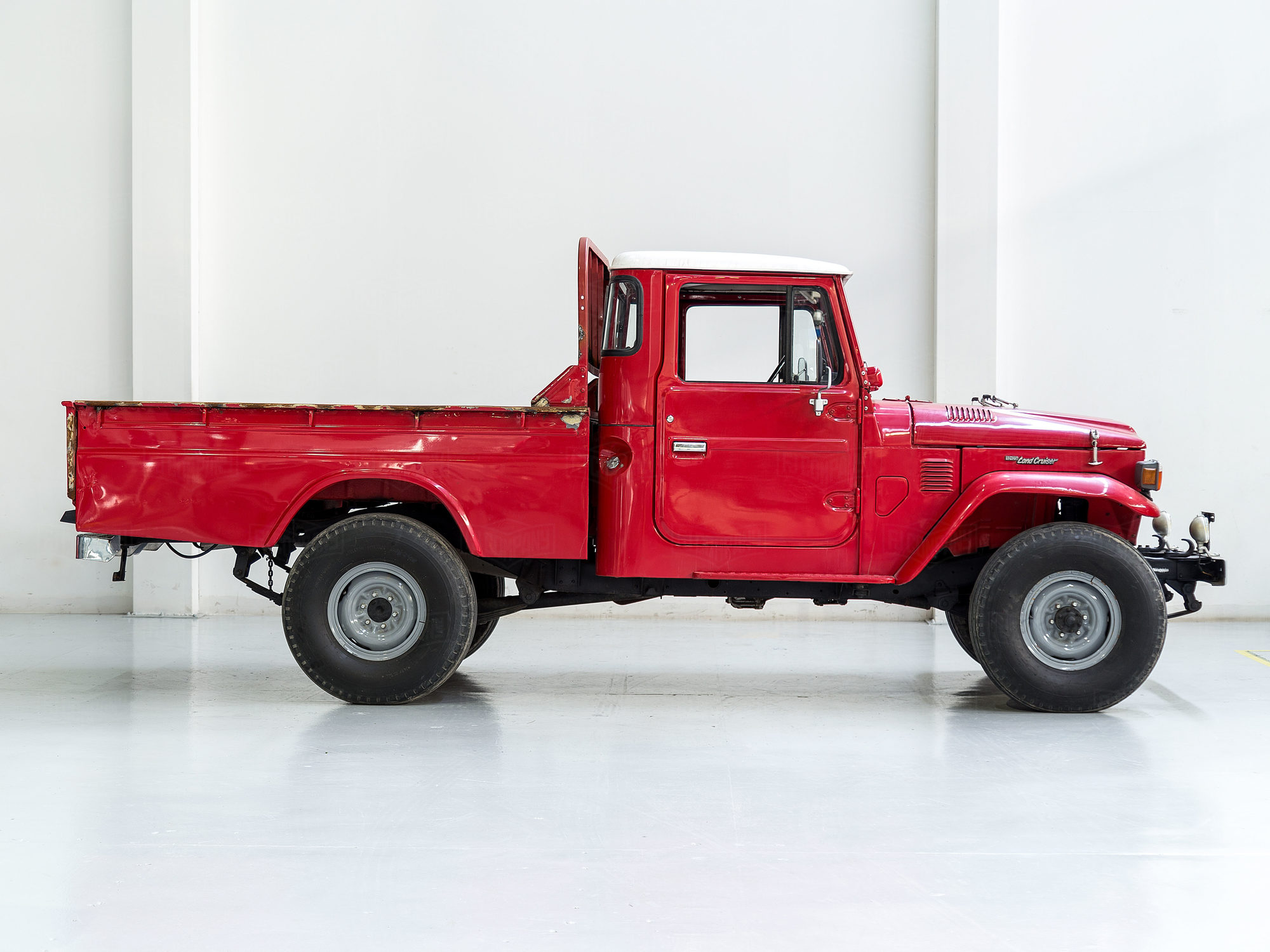 Toyota Land Cruiser 1983 FJ45-324325 Red