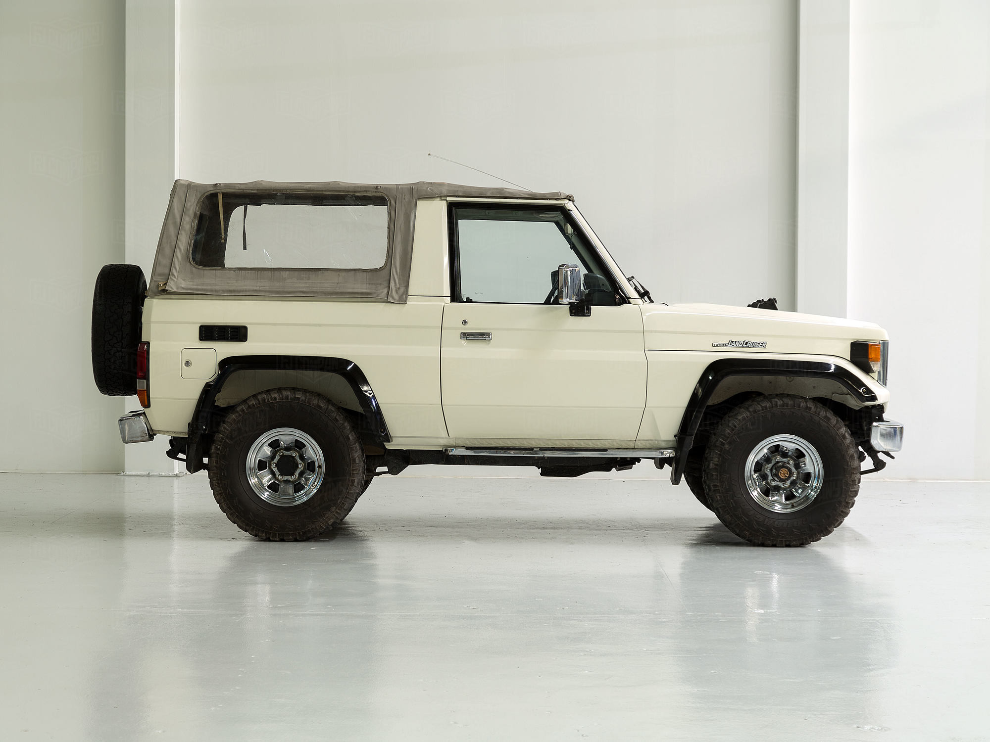 1985 Toyota Land Cruiser FJ73 White
