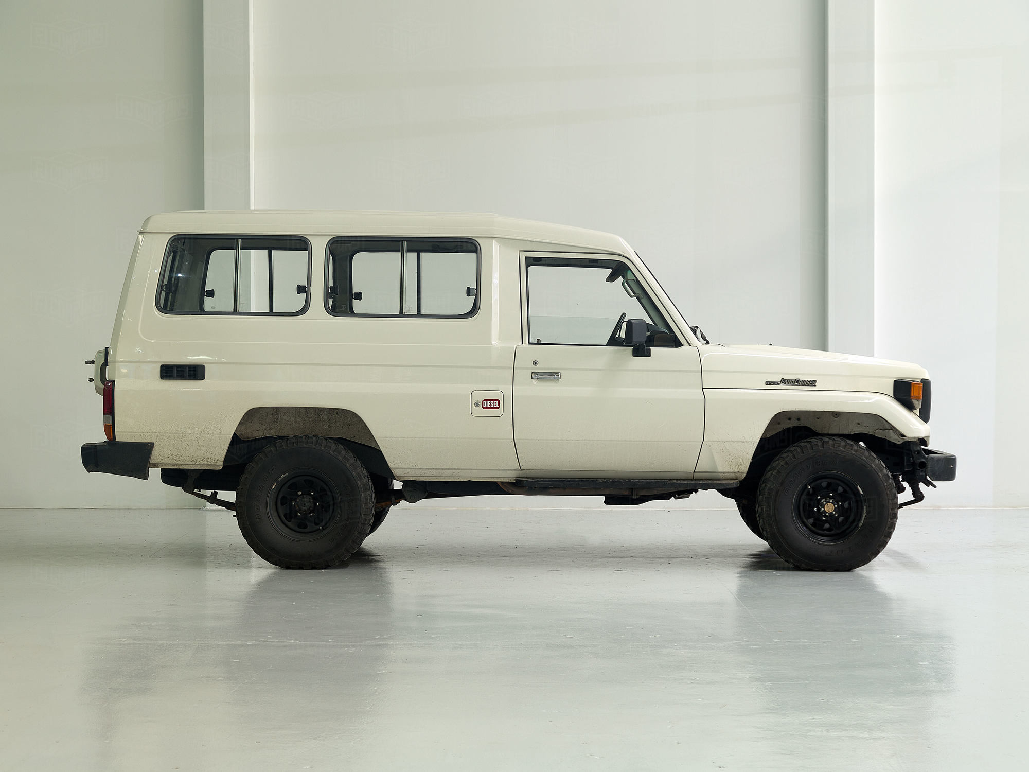 1992 Toyota Land Cruiser HZJ75 White